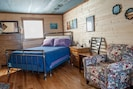 Shawnee Hills Wine Trail Cabin with comfortable beds.