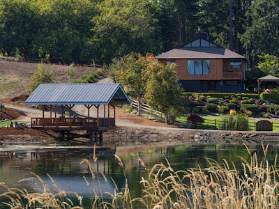 Pondview, a unique, private home: access to pond, pier, boats & farm
