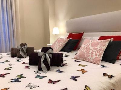 Lujoso Apto, 2 dormitorios, 2 baños, 85 m2, Wifi, desayuno, parking disponible