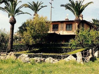 Villa  Ludovica con piscina e  2 campi da tennis