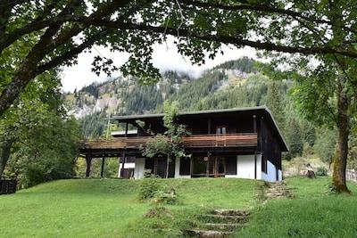 Freistehendes Ferienhaus mit Talblick in sonniger Lage