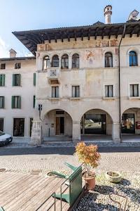 Loft con vista sul centro storico. a Feltre (Belluno)