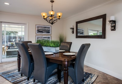 Dining Area sets 6. Additional stool can be used to seat an extra 2 to make it 8
