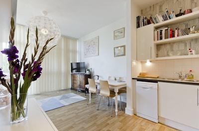 Open plan living & kitchen