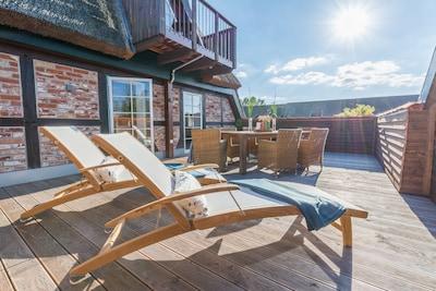 Terrasse 4,5m * 7m genug Platz für alle Urlaubsgäste