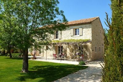 A Aix-en-Provence, Mas en pierre du XVIIIème siècle entièrement rénové