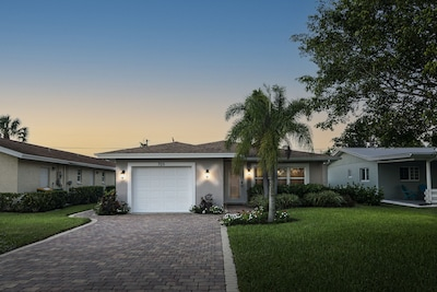 **NEW UPGRADES** - STARFISH COTTAGE - Upscale Home, Heated Pool, Full Amenities