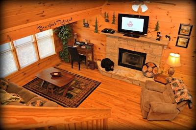 Rustic Elegant Serene Mountain Cabin in Prime Location- 2 Bedrooms + game room