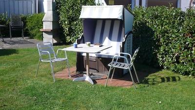 Einer der Sitzplätze im Garten.