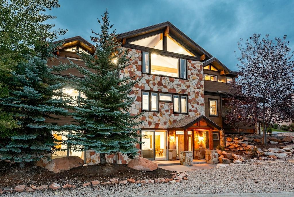 Lavish 7 Bedroom Home Near Skiing At Bear Hollow By All Seasons Resort Lodging Bear Hollow Village