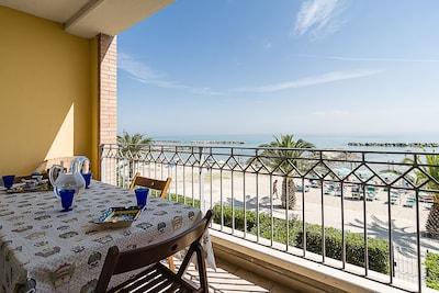 Appartamento fronte mare, terrazzo, wifi, garage.