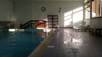 piscine au rez de chaussée du bristol + 2 saunas