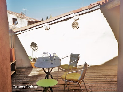 Roof terrace with a view over the rooftops of Cazouls