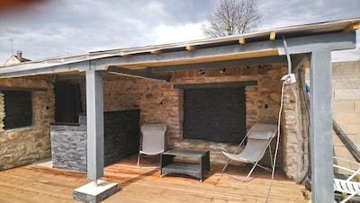 Pool house de la piscine disponible à partir de début juin.