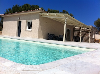 grande terrasse avec piscine chauffée