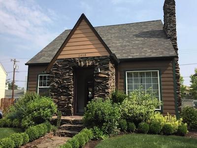 Front of Jefferson Garden Cottage.