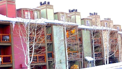 Awesome condo directly across from the Park City Resort base. 3 min walk to lift