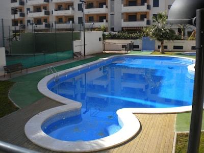 Zonas comunes- piscinas y pista de pádel