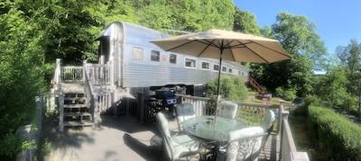 Surprisingly spacious Historic Railcar on Beautiful Skaneateles Lake