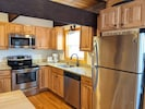 Fully equipped kitchen with dishasher