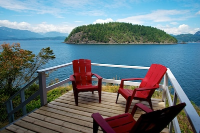 PRIVATE BEACH waterfront cottage with gorgeous views.