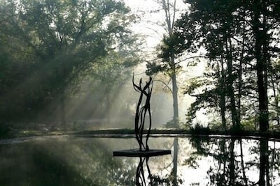 Floating, moving sculpture