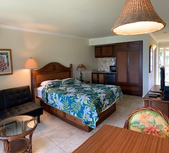 condo with tropical decor
