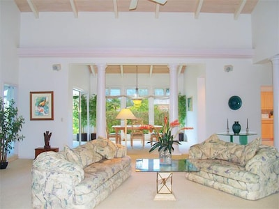 Light, spacious, airy. Sunken living room with vaulted ceiling & columns.