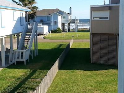 Great ocean view from 2 balconies!