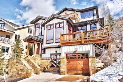 202 Ontario: 4 stories, 2 decks, 1 car garage, 2 car driveway, hot tub, and BBQ.