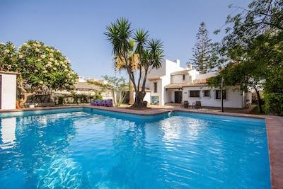 Villa de ensueño en la playa - mobiliario moderno - nueva piscina y WiFi