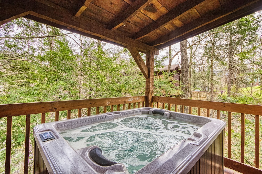 Romantic 1 Bedroom Gatlinburg Cabin Less Than 1 Mile To Park And Downtown Gatlinburg