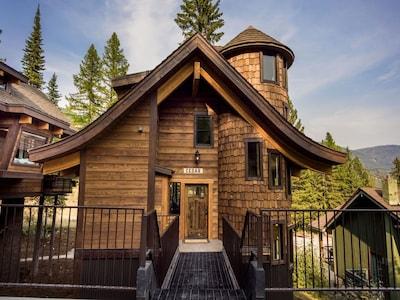 Cedar Chalet in the summertime