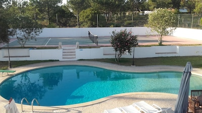 Lazer piscina e campo tenes
