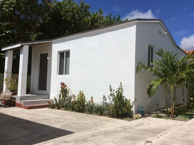 Private Charming Guesthouse in Little Havana
