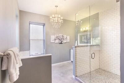 Stunning luxurious bathroom!