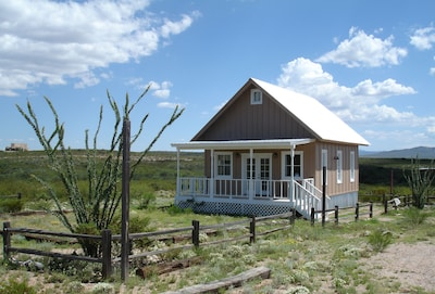 Tombstone Silver Nickel Cabin - Tiny House with a BIG View