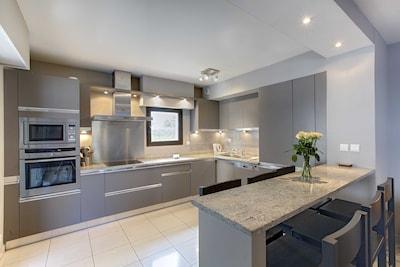 Precioso apartamento de calidad con aire acondicionado, ascensor y piscina ubicado a 7mn de Croisette y Palais