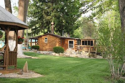 This is the Shitake cabin . Romantic cabin for two with Outdoor enclosed hot Tub