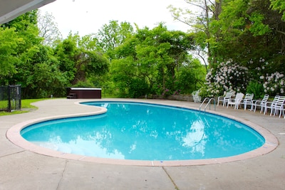 Large pool with plenty of seating
