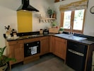 Well equipped kitchen with vaulted ceiling