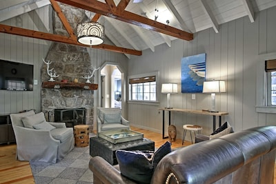 Escape to the Highlands by staying in this 2-bedroom, 2-bathroom vacation rental house!