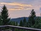 Idyllischer Blick vom großen Balkon über Sankt Englmar in den Bayerischen Wald