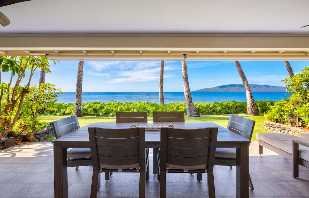 Oceanfront terrace and garden on this Hawaii island for a family vacation