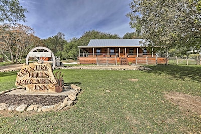 'Country Hills Log Cabin Inn' offers 3-bedrooms, 2-bathrooms.