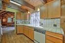 Fully Equipped Kitchen | Frigidaire Stove