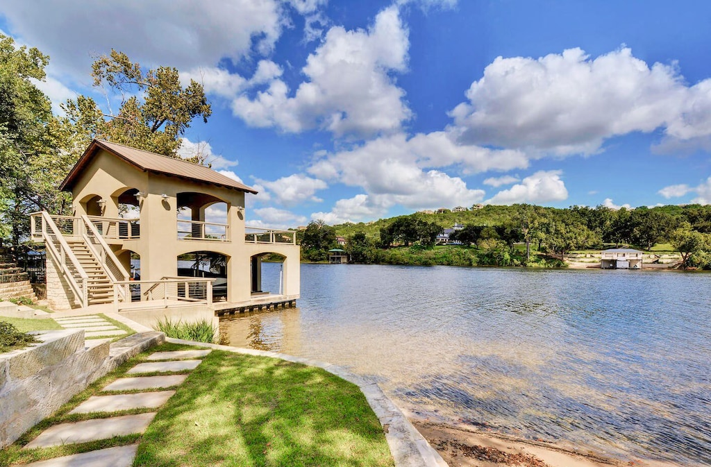Lakefront Home in Apache Shores