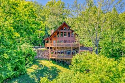 5 Bedroom Smoky Mountain Cabin With Hot Tub Close To Downtown Gatlinburg Gatlinburg