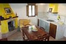 Zimmer, Eigentum, Möbel, Gelb, Interior Design, Gebäude, Haus, Fussboden, Küche, Esszimmer