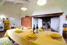 Gelb, Zimmer, Eigentum, Interior Design, Möbel, Gebäude, Tabelle, Haus, Esszimmer, Grundeigentum
